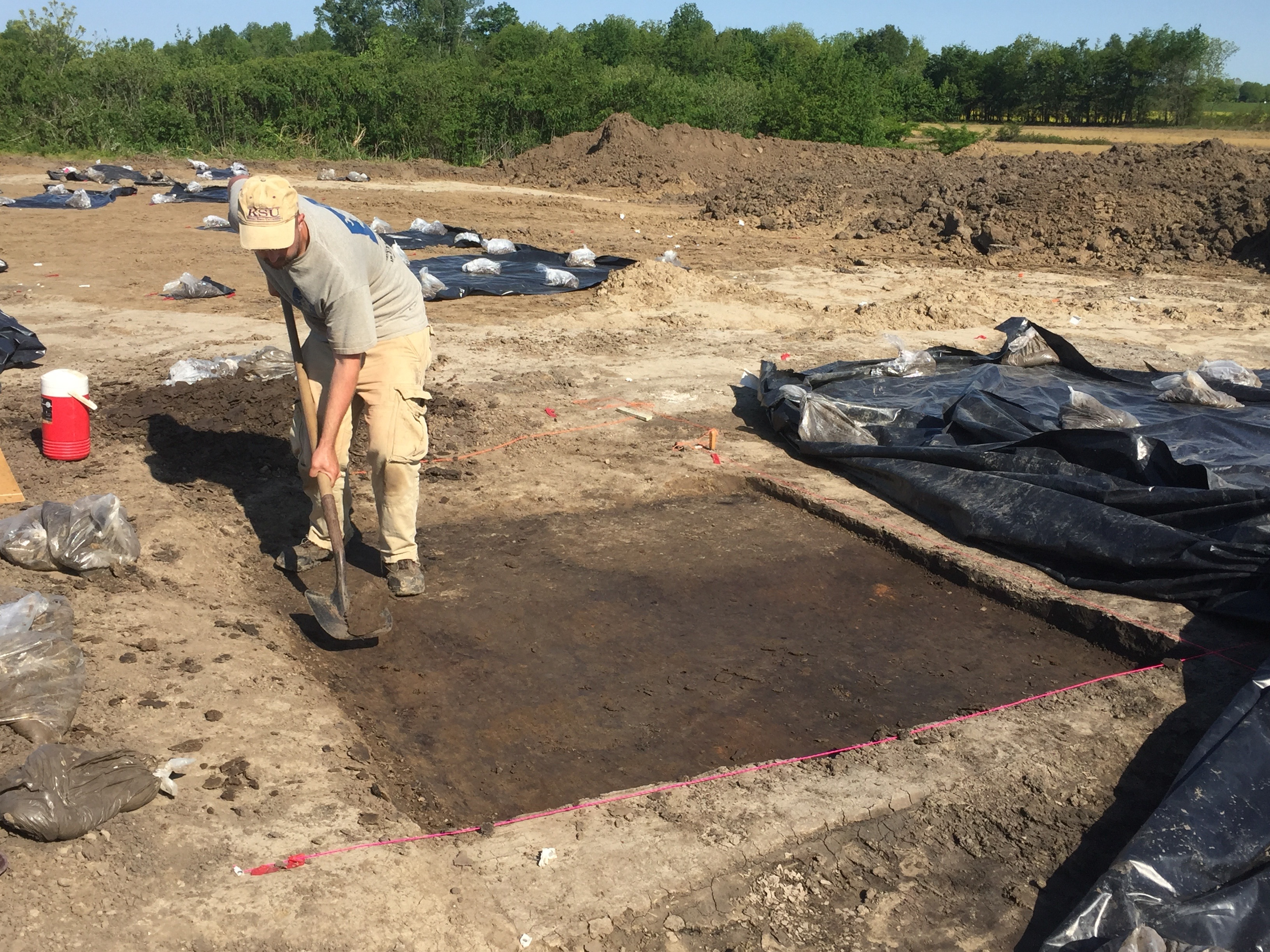 Excavation of a Mississippian house at 11AX622